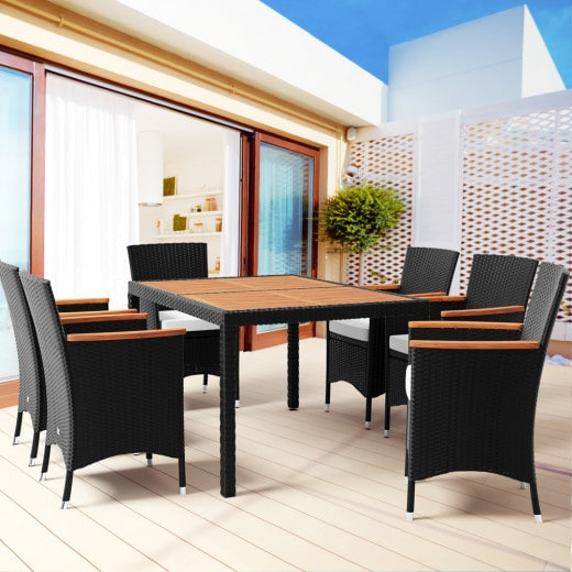 Polyrattan Sitzgarnitur 6 stapelbare Stühle, Lehne Akazienholz, mit Kissen und Tisch Platte Akazienholz